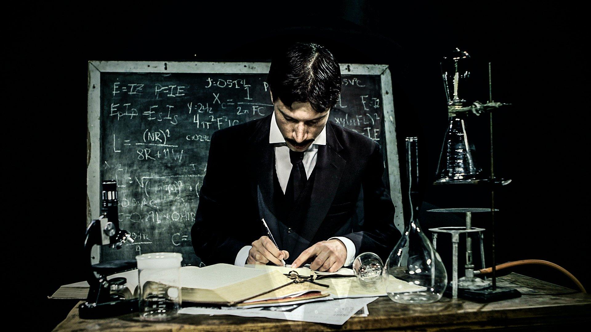 You are currently viewing Nikola Tesla Kimdir? Buluşları ve Trajedilerle Dolu Hayatı